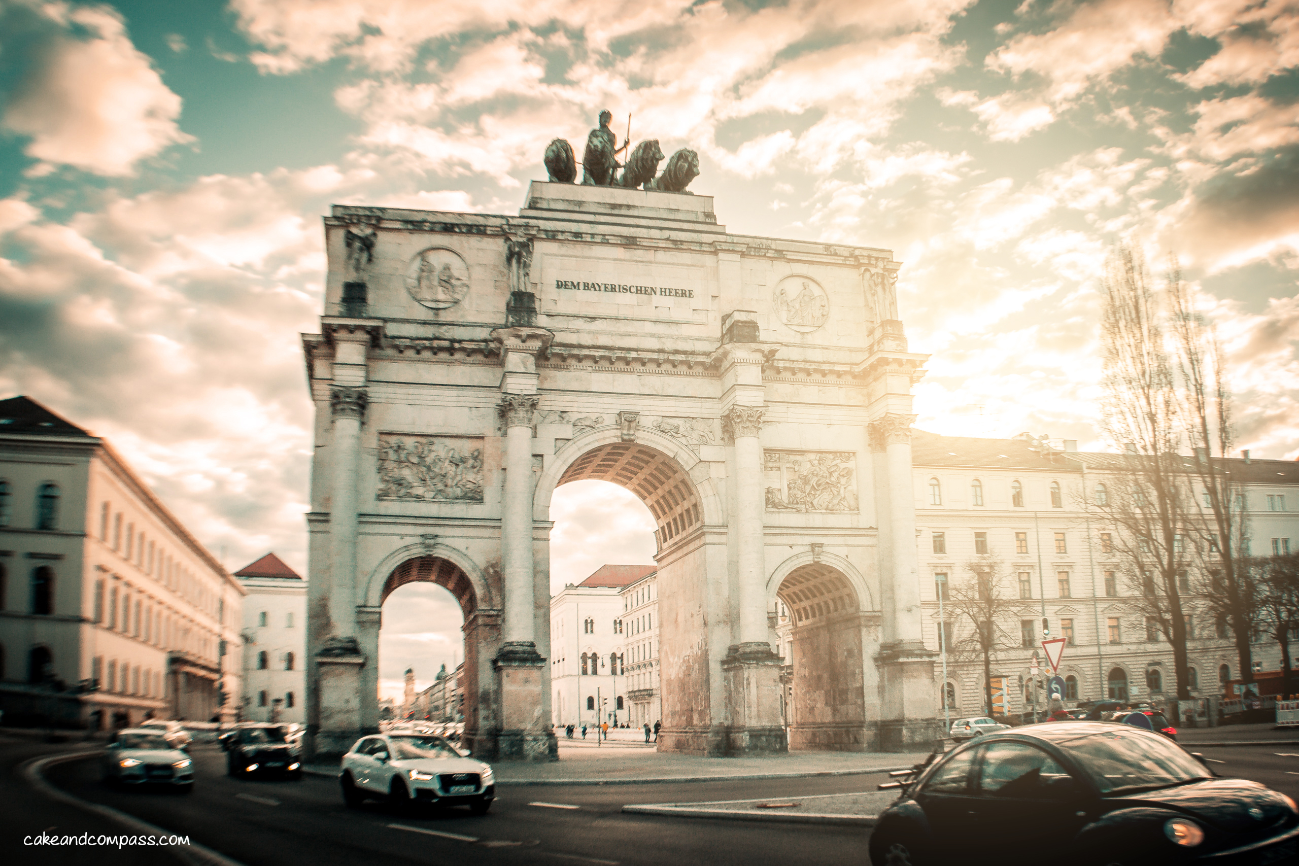 Siegestor Munich - looks like Arc de Thriomphe in Paris