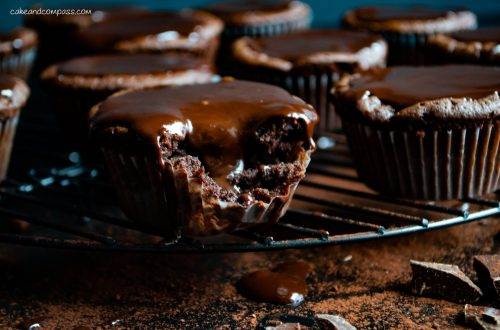 Brownie-Muffins mit Fudge-Glasur